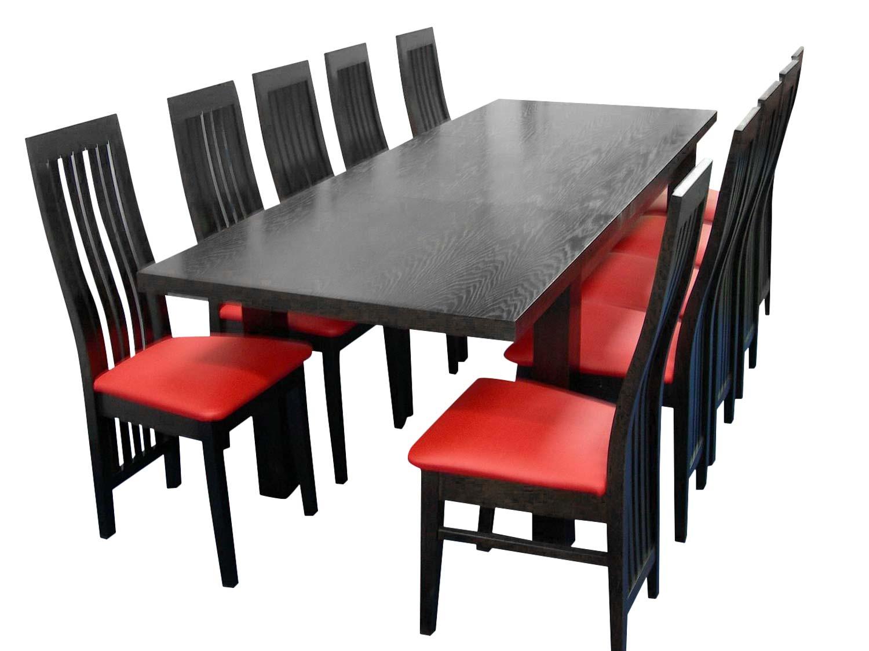 Czarno czerwone krzesła i czarny stół