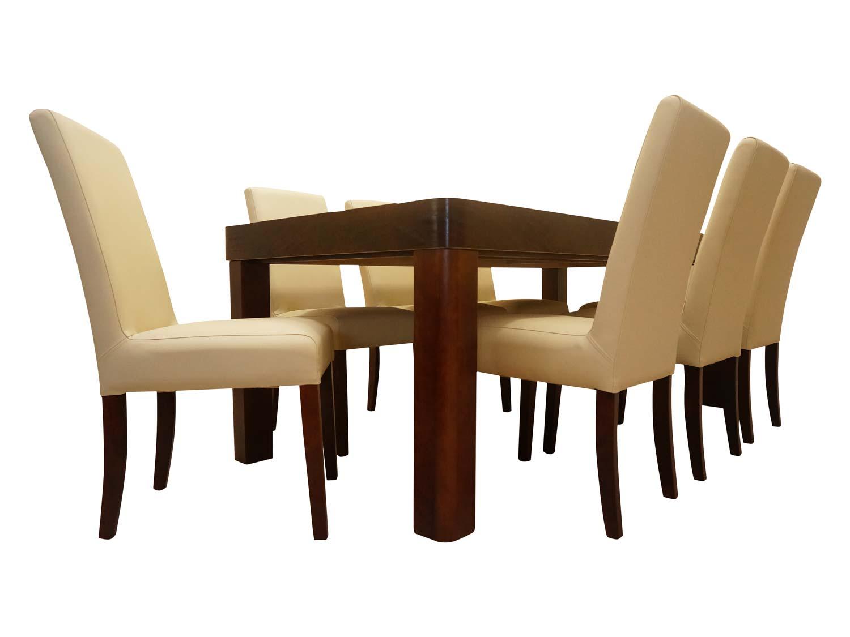 Miękkie krzesła ze stołem